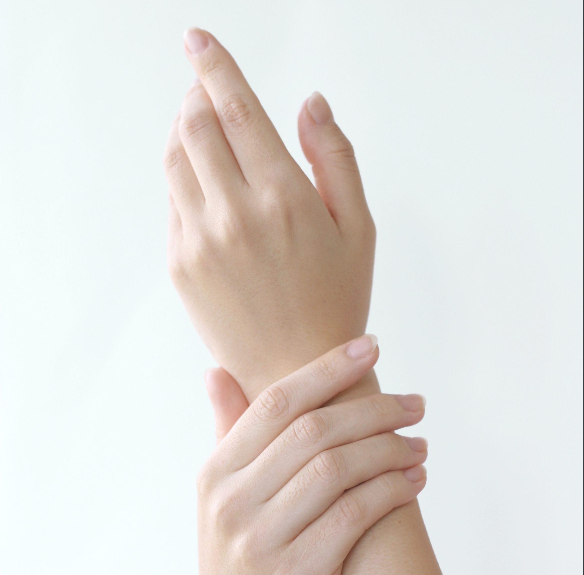 末端冷え性で手足が冷たいのに汗が出る!?冷えの危険性と3つ原因!