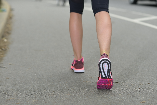 ふくらはぎの筋肉を落とす方法!歩き方やマッサージについて