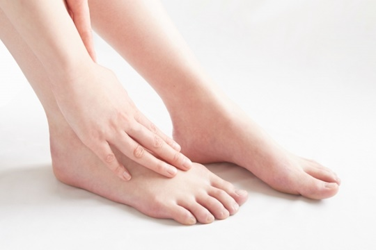 アキレス腱が埋もれた!足首のむくみが原因!?解消方法や対策方法