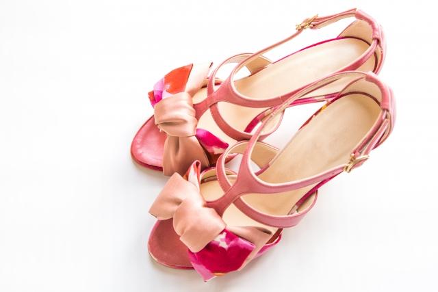 足が細く見えるサンダルの選び方と履き方!色や形を詳しく!