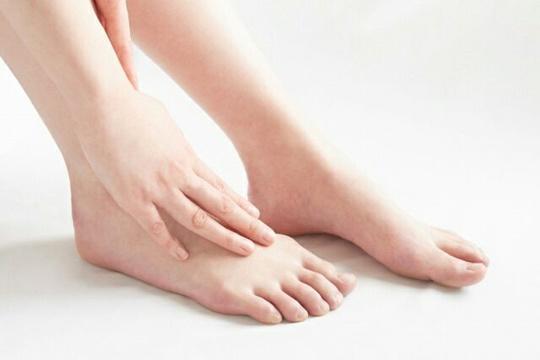 足首回しダイエットは自律神経を整える効果が!むくみや冷え性にも!