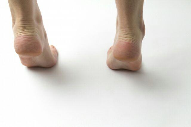 アキレス腱が太い原因とは!足首を細くする簡単な方法5選!
